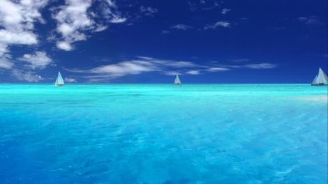 Blue Water Sailing ~ Download for your Desktop Screensaver